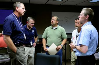800px-FEMA_-_35780_-_Federal_and_State_disaster_managers_work_on_strategic_planning_in_Iowa