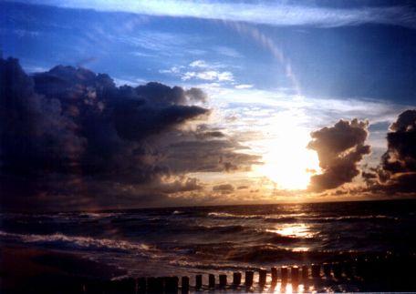 800px-Morze-bałtyckie-w-mielnie