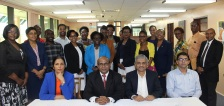 participants-share-photo-with-facilitators-indian-high-commissioner-and-deputy-secretary-general_35917723581_o